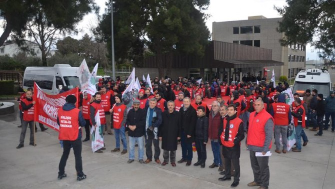 Metalde grev ve lokavt Bakanlar Kurulu kararıyla ertelendi