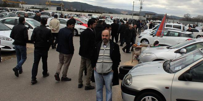 Bursa'da otomobil almak isteyenler pazara hücum etti