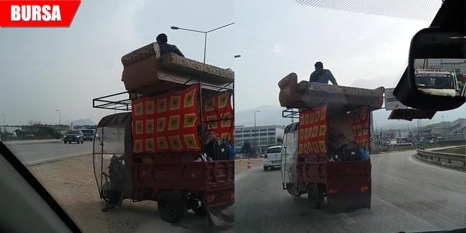 Evini aracında böyle taşıdı