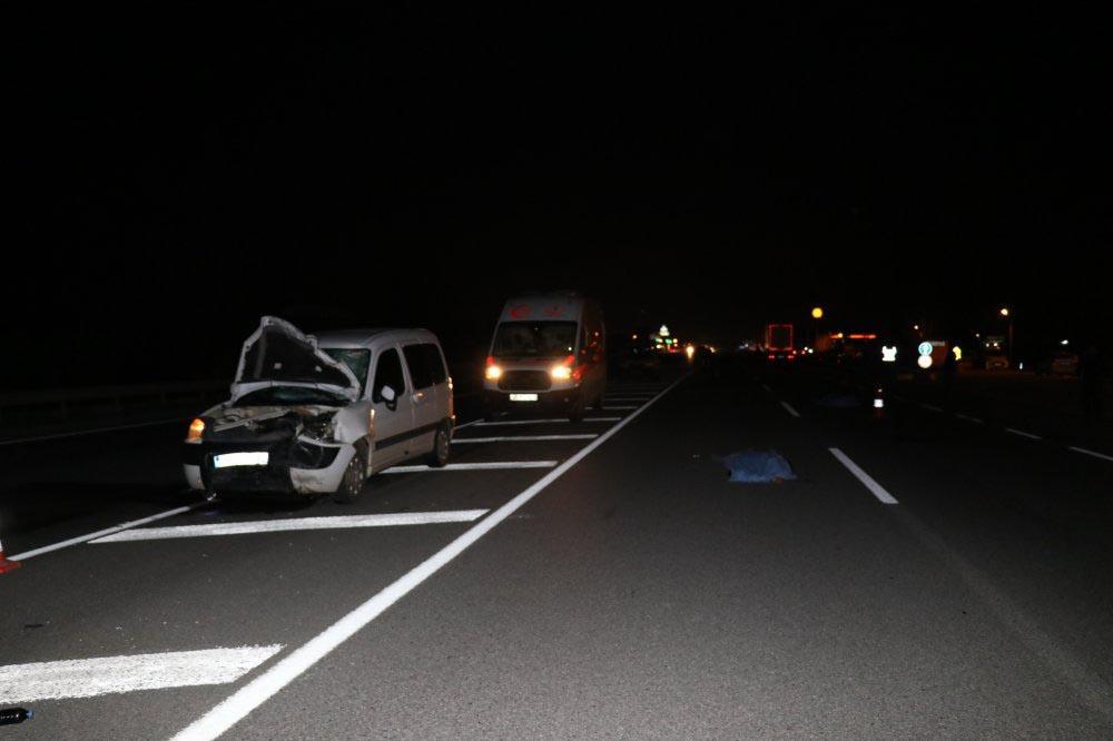 Motosikletle otomobil çarpıştı: 2 ölü!