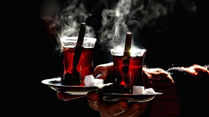 Dikkat! Sıcak içmek yemek borusu kanserine sebep olabilir