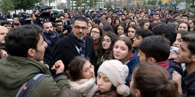 Lisede taciz protestosu: 'Siz de dar pantolon giymeyin' diyen müdüre soruşturma