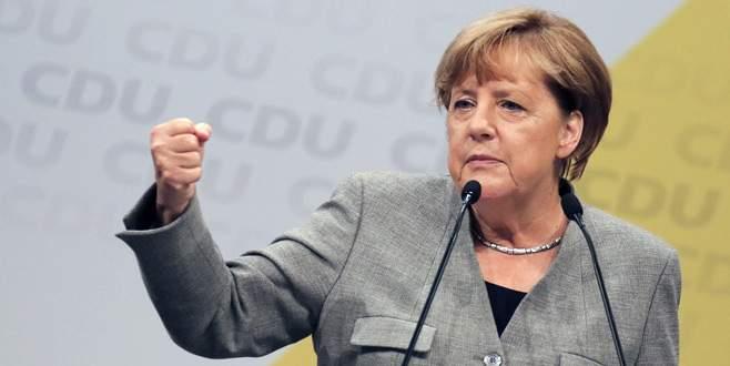 Merkel yeniden başbakan seçildi
