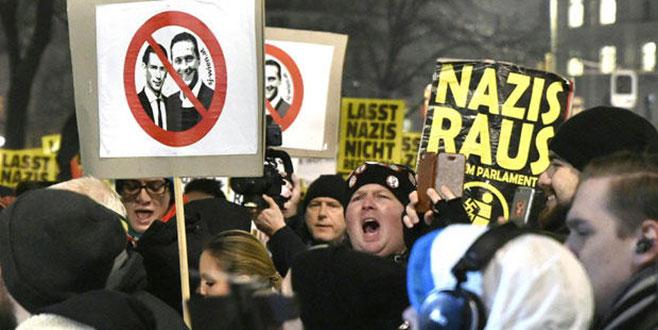 Siyasetçiye küfür serbest