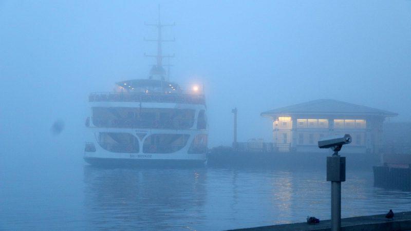 Deniz ulaşımına sis engeli devam ediyor