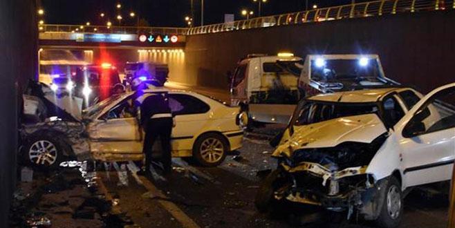 Alkollü sürücü 3'ü polis 7 kişiyi yaraladı