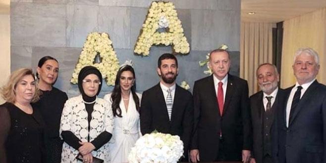 Sessiz düğünün detayları! İşte Erdoğan çiftinin takısı
