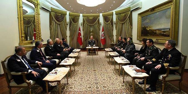 Genelkurmay Başkanı Orgeneral Akar, şehit yakınları ile görüştü
