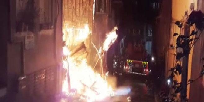 İstanbul'da gece yarısı korkutan yangın