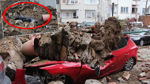 İstinat duvarı çöktü! 6 araç duvarın altında kaldı