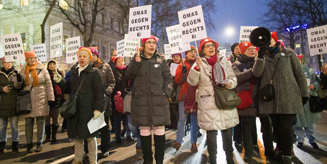 Avusturyalılar ırkçılığa karşı yürüdü