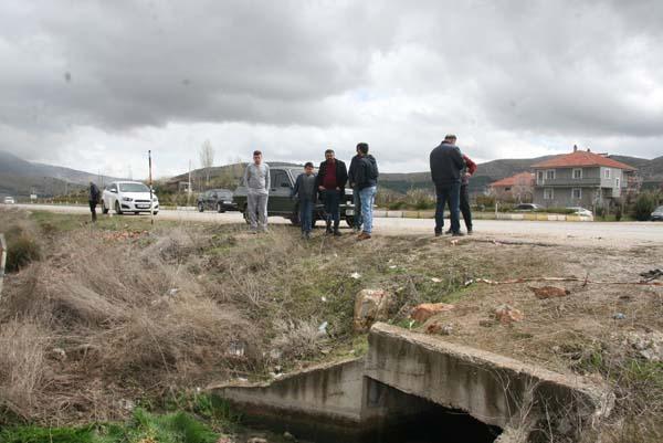 5 kişiye mezar olan kaza yeri vatandaşların akınına uğradı