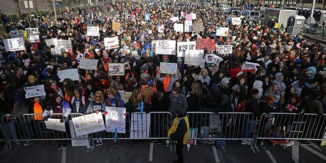 Binlerce kişiden silah protestosu