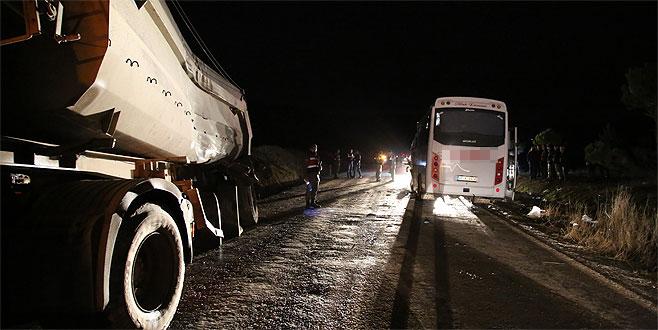 Yolda can pazarı: Otobüsle kamyon çarpıştı
