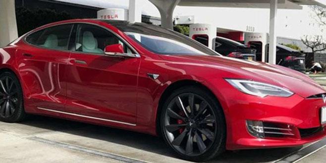 Tesla 123 bin aracı geri çağırıyor
