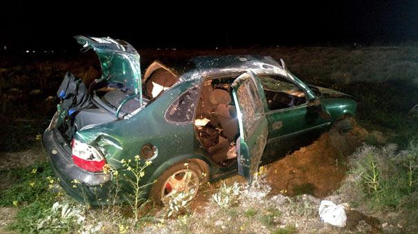Kontrolden çıkan otomobil karşı şeride geçti: 1 ölü, 2 yaralı
