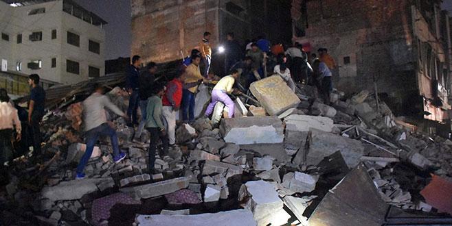 Aracın çarptığı asırlık bina yıkıldı:10 ölü