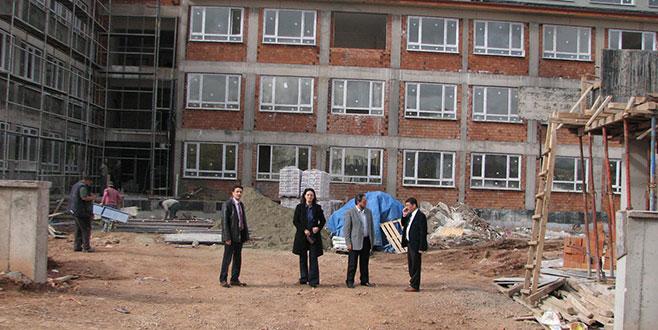 Yeni okul binasında çalışmalar sürüyor