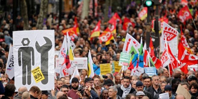 Fransa'da üç aylık grev dalgası başlıyor