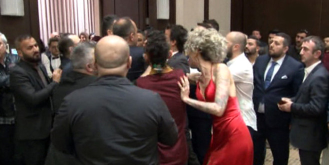 Galada saldırı! Ünlü oyuncuyu kaçırmak istedi