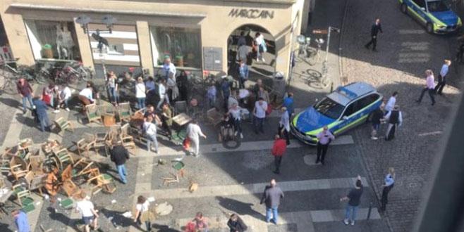 Almanya'da araç kalabalığa daldı! 6 ölü, 30 yaralı