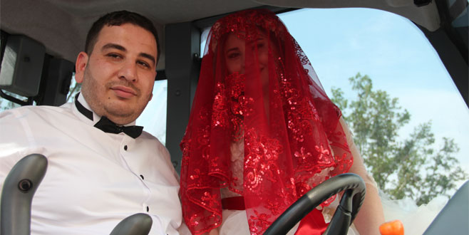 Gelini bile şoke eden düğün konvoyu! Görenler cep telefonuna sarıldı