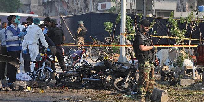 Pakistan'da bombalı saldırı: 5 ölü