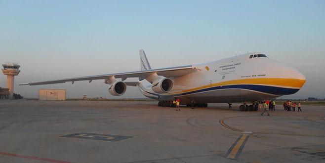 Dev kargo uçağı Bursa'ya indi