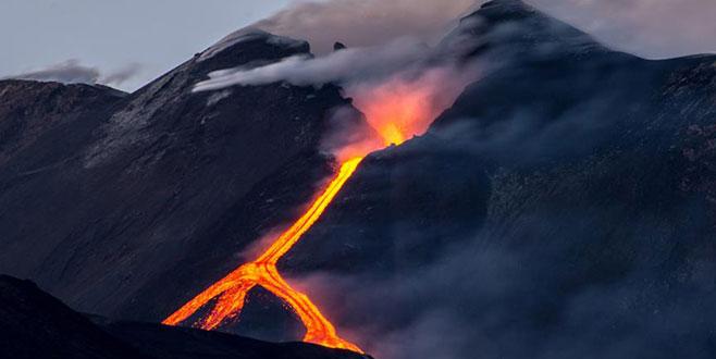 Meksika'da Popocatepetl Yanardağı patladı