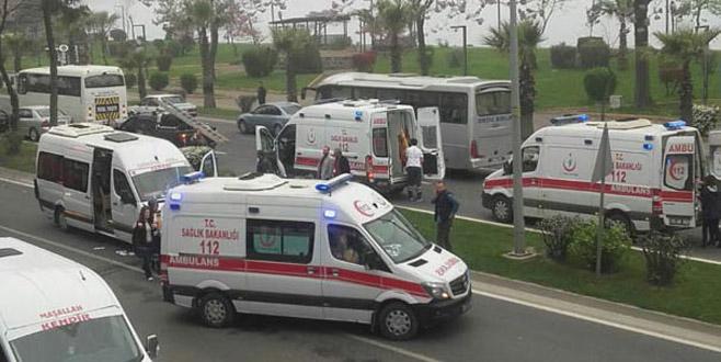Servis minibüsüne TIR çarptı: 7 öğretmen yaralandı