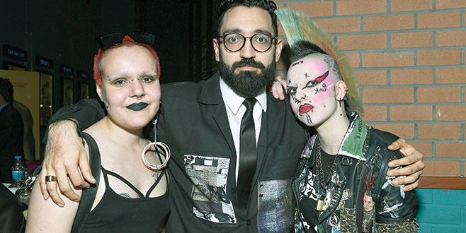 Galayı punk'çılar bastı