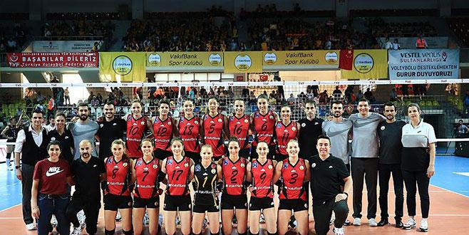 Voleybol'da sezonun şampiyonu VakıfBank