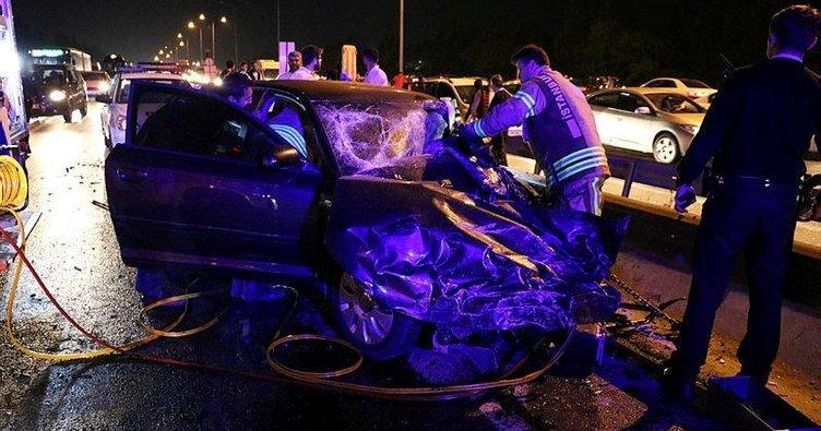 İki araç kafa kafaya çarpıştı: 1 ölü,1 yaralı