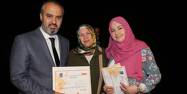 Kursiyerlerin sertifika heyecanı