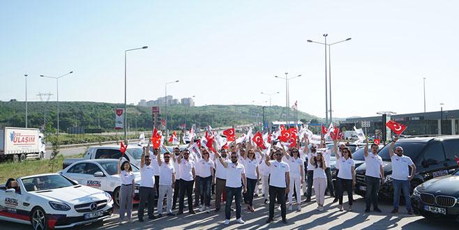 100 araçlık konvoyla gövde gösterisi