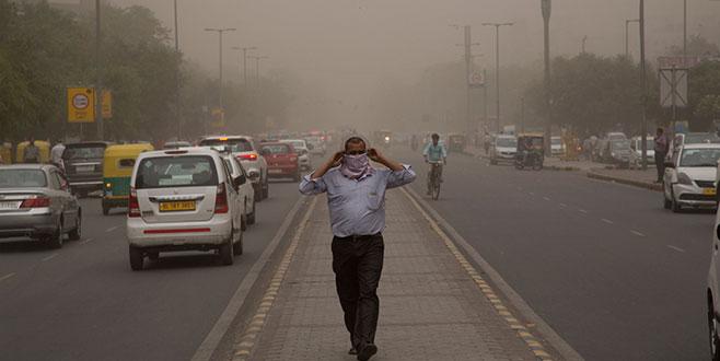 Hindistan'da kum fırtınası felaketi: 101 kişi öldü