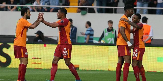 Galatasaray Akhisar'ı deplasmanda 2-1 yendi