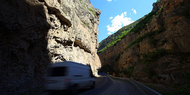 Cehennem Deresi Kanyonu doğal yapısıyla dikkat çekiyor