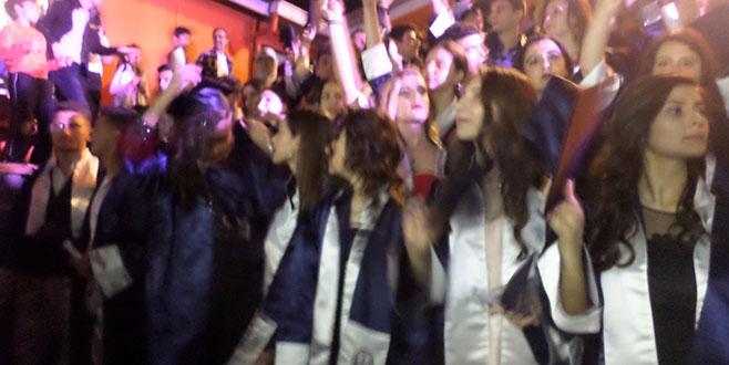 Mudanya'da lise öğrencilerinin mezuniyet heyecanı