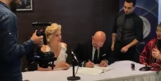 Güzel sunucu evlendi! İşte ilk fotoğraflar