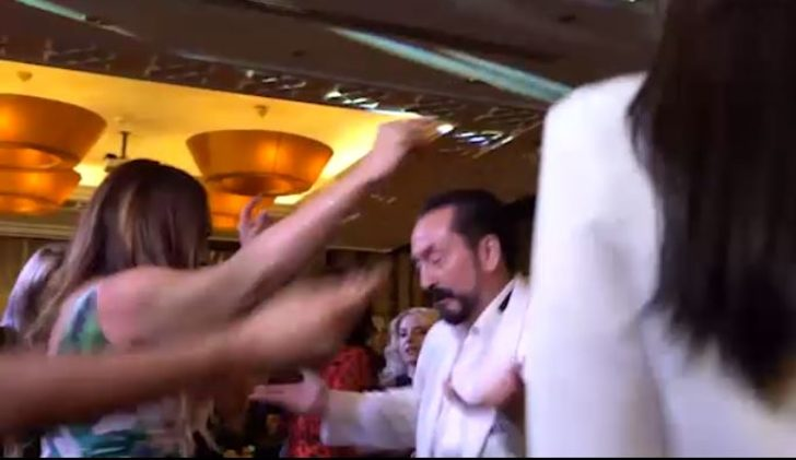 Adnan Oktar dansıyla olay oldu!