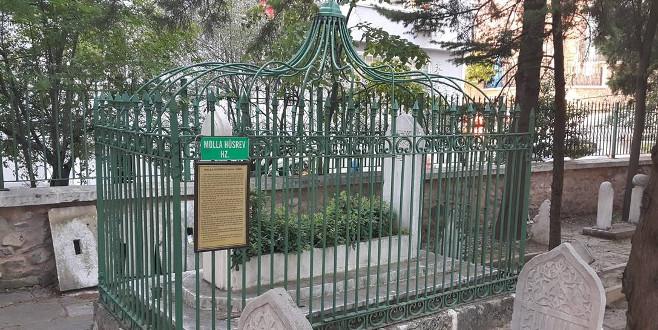 Fatih'e gücenip Bursa'ya yerleşen Molla Hüsrev İstanbul'a şeyhülislam olarak döndü