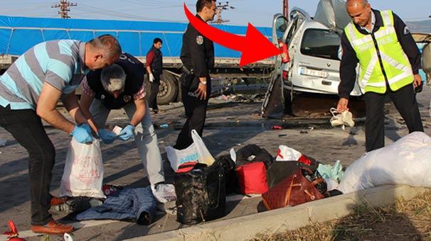 Bayram tatiline gidiyorlardı, eşyaları yol kenarında kaldı! Aracı gören dehşete düştü