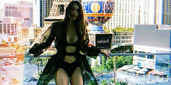 Çukur'un Sena'sı Las Vegas sokaklarında bikiniyle gezdi