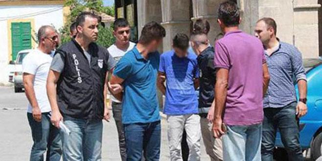 Evi karıştırdılar, yaşlı kadına cinsel tacizden tutuklandılar