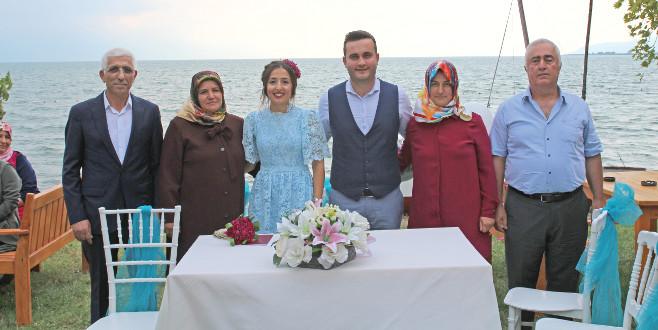 Göl kıyısında görkemli düğün