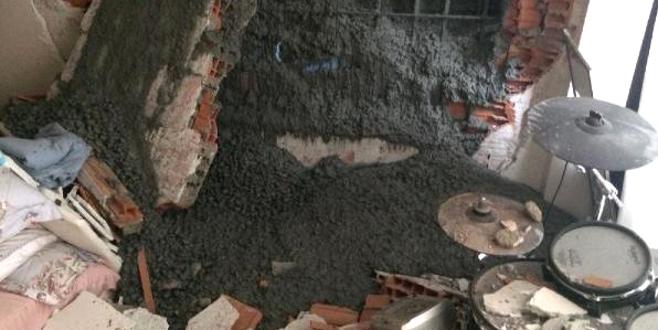 Ünlü oyuncunun evi beton altında kaldı!
