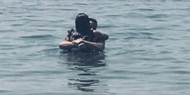 Denizde aşka geldiler! Ünlü çift böyle yakalandı