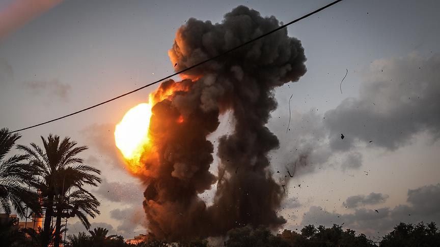 İsrail Gazze'ye hava saldırısı düzenledi: 2 yaralı