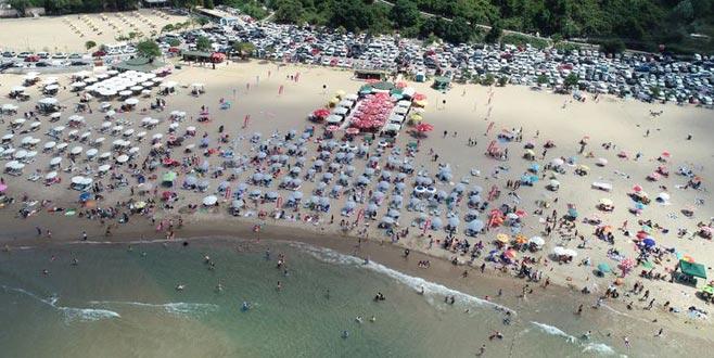 Uyarılara rağmen plajlar doldu taştı!